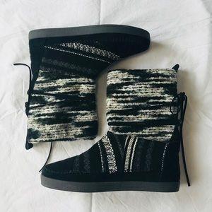 Toms black wool stripe Nepal winter boots size 8